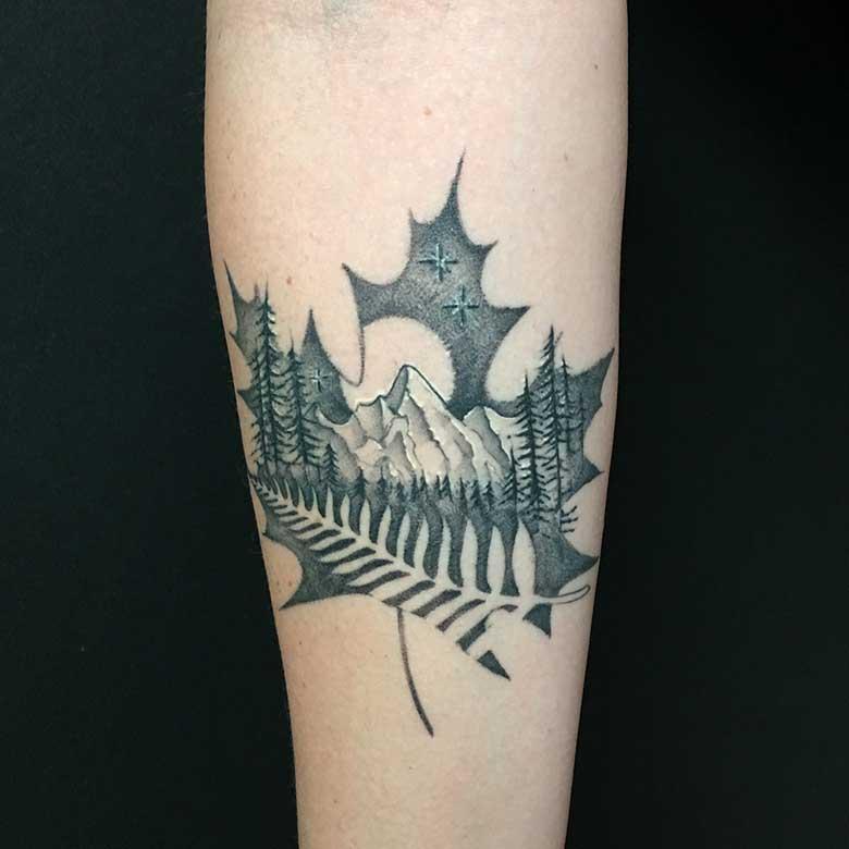 Dotwork Ahornblatt Tattoo vom surface Tattoo studio münchen