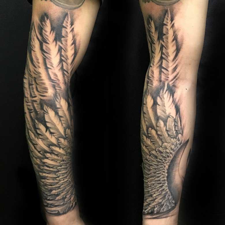 Realistic Flügel Tattoo vom surface Tattoo studio münchen