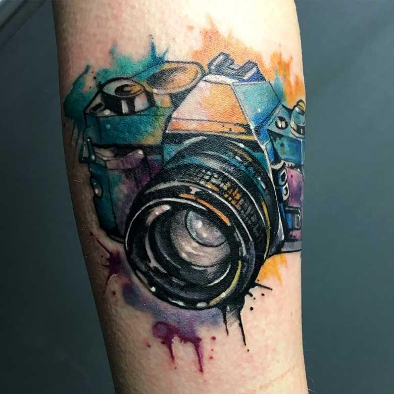 Watercolor Kamera Tattoo vom surface Tattoo studio münchen