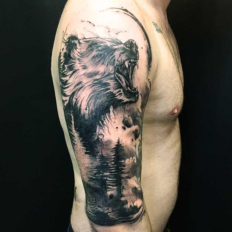 Sketchy Bär Tattoo vom surface Tattoo studio münchen