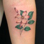 kleines farbiges Blumen Tattoo München