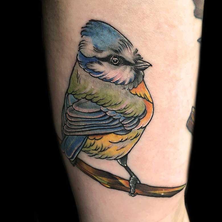 newschool vogel tattoo einer meise surface tattoo studio münchen