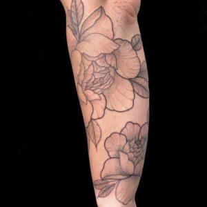 unterarm whip shading peony flowers fineline tattoo Surface München