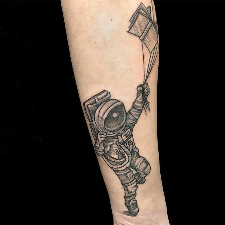 whip shading astronaut tattoo münchen